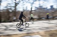 NEW YORK  2020V10<br /> <br /> Det är full fart på löpare och cyklister i Central Park<br /> <br /> Foto: Per Danielsson/Projekt.P