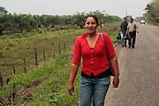 Central american migrants begin to walk the 32 kilometers (105 000 ft) long path from La Palma, to Tenosique, Mexico. (Photo: Prometeo Lucero)