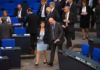 DEU, Deutschland, Germany, Berlin, 24.10.2017: Dr. Frauke Petry und Mario Mieruch (beide fraktionslos) bei der konstituierenden Sitzung des 19. Deutschen Bundestags mit Wahl des Bundestagspräsidenten.