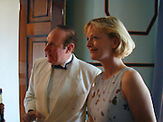 Andrew Neil and Jane Procter, Peoplenews.com soft launch. 20 Portman Sq. London W1. 15 June 2000. © Copyright Photograph by Dafydd Jones 66 Stockwell Park Rd. London SW9 0DA Tel 020 7733 0108 www.dafjones.com
