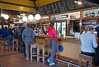 UTRECHT - De bar van het clubhuis van hockey en voetbalclub van Kampong in Utrecht. FOTO KOEN SUYK