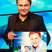 NLD/Amsterdam/20131014 - Cd presentatie Wesly Bronkhorst, Wesly Bronkhorst met zijn nieuwe cd