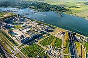 Nederland, Noord-Holland, Amsterdam, 13-06-2017; Zeeburgereiland met de silo's van de voormalige rioolwaterzuivering. Stadsontwikkelingsgebied met onder andere zelfbouw kavels. Rechts de Zeeburgertunnel.<br /> Amsterdam, new city quarter in developement.<br /> <br /> luchtfoto (toeslag op standard tarieven);<br /> aerial photo (additional fee required);<br /> copyright foto/photo Siebe Swart