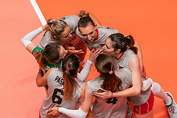 28-05-2019 NED: Volleyball Nations League Bulgaria - Poland, Apeldoorn<br /> <br /> Team Bulgaria celebrate