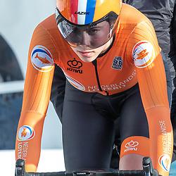 11-03-2021: Wielrennen: Healthy Ageing Tour: Lauwersoog. <br />Sofie van Rooijen