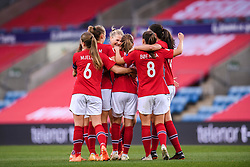 OSLO, NORWAY - Tuesday, September 22, 2020: Norway's Guro Reiten (C) celebrates scoring the only goal of the game with team-mates during the UEFA Women's Euro 2022 England Qualifying Round Group C match between Norway Women and Wales Women at the Ullevaal Stadion. Norway won 1-0. (Pic by Vegard Wivestad Grøtt/Propaganda)