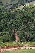 Goncalves_MG, Brasil...Homem em um cavalo e Goncalves...A man hiding horse in Goncalves...Foto: LEO DRUMOND / NITRO.....