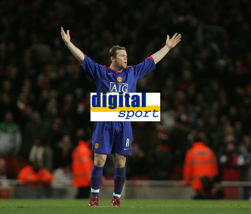 Photo: Paul Thomas.<br /> Arsenal v Manchester United. The Barclays Premiership. 21/01/2007.<br /> <br /> Wayne Rooney, Man Utd's goal scorer, tells the referee Mr S Bennett to hurry up with the restart.