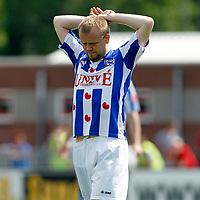 HARKEMA - Harkemase Boys - SC Heerenveen ,  oefenwedstrijd seizoen 2010 - 2011 , Sportpark De Bosk  , 21-05-2011  ,  blessure bij Christian Grindheim van SC Heerenveen.
