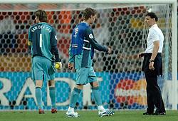 25-06-2006 VOETBAL: FIFA WORLD CUP: NEDERLAND - PORTUGAL: NURNBERG<br /> Oranje verliest in een beladen duel met 1-0 van Portugal en is uitgeschakeld / Marco van Basten, Edwin van der Sar en Maarten Stekelenburg<br /> ©2006-WWW.FOTOHOOGENDOORN.NL