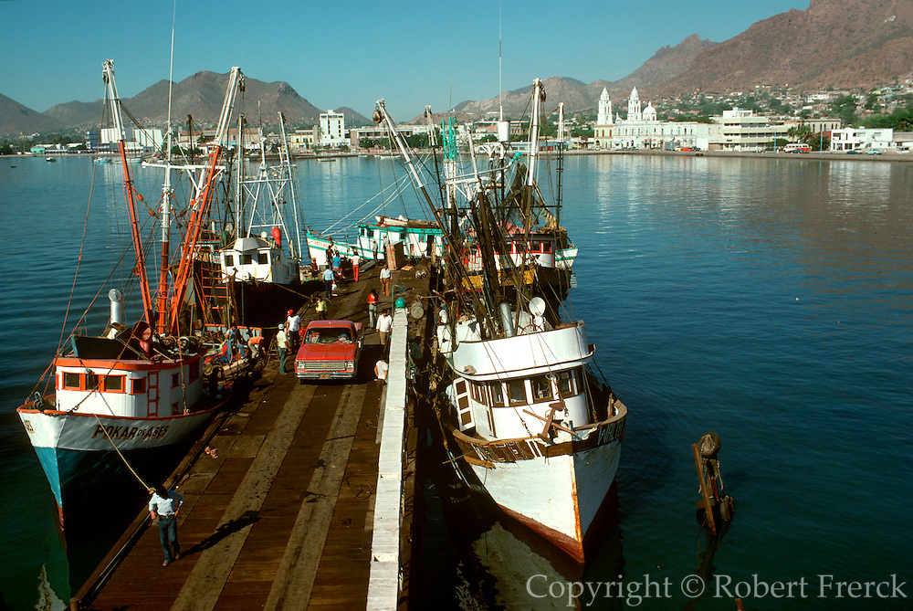 MEXICO, INDUSTRY Guaymas; harbor and fishing fleet