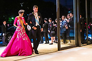 De Japanse keizer Naruhito heeft officieel de troon aanvaard en de belofte afgelegd dat hij zijn plicht als symbool van de staat zal vervullen. De 59-jarige Naruhito deed dat in een eeuwenoude ceremonie in de belangrijkste zaal van het keizerlijke paleis in Tokio in aanwezigheid van staatshoofden en gasten uit meer dan 180 landen.<br /> <br /> The Japanese emperor Naruhito has officially accepted the throne and made the promise that he will fulfill his duty as a symbol of the state. The 59-year-old Naruhito did that in an ancient ceremony in the main hall of the Imperial Palace in Tokyo in the presence of heads of state and guests from more than 180 countries.<br /> <br /> Op de foto / On the photo:   Queen Letizia and King Felipe