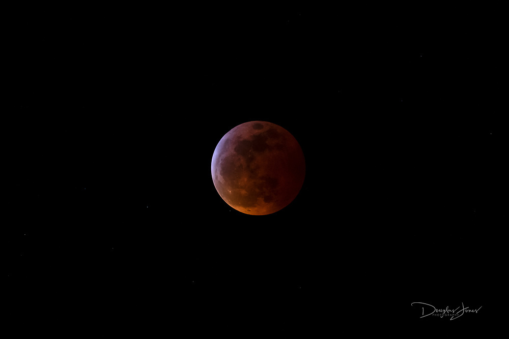 Jan. 21, 2019: Images of the Super Blood Wolf Moon in Fort Lauderdale, FL. (www.douglasjonesphotography.com)