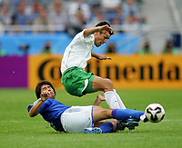 Fotball, 16. juni 2005, <br /> Conferderations Cup Japan - Mexico <br /> v.l. Makoto TANAKA , Jared BORGETTI Mexico<br />  Norway only
