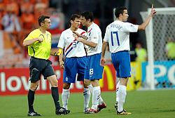 25-06-2006 VOETBAL: FIFA WORLD CUP: NEDERLAND - PORTUGAL: NURNBERG<br /> Oranje verliest in een beladen duel met 1-0 van Portugal en is uitgeschakeld / Mark van Bommel<br /> ©2006-WWW.FOTOHOOGENDOORN.NL