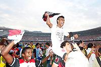 20091206: RIO DE JANEIRO, BRAZIL - Flamengo vs Gremio: Brazilian League 2009 - Flamengo won 2-1 and celebrated the 6th Brazilian Championship of its history. In picture: Leonardo Moura (Flamengo) celebrating victory. PHOTO: CITYFILES