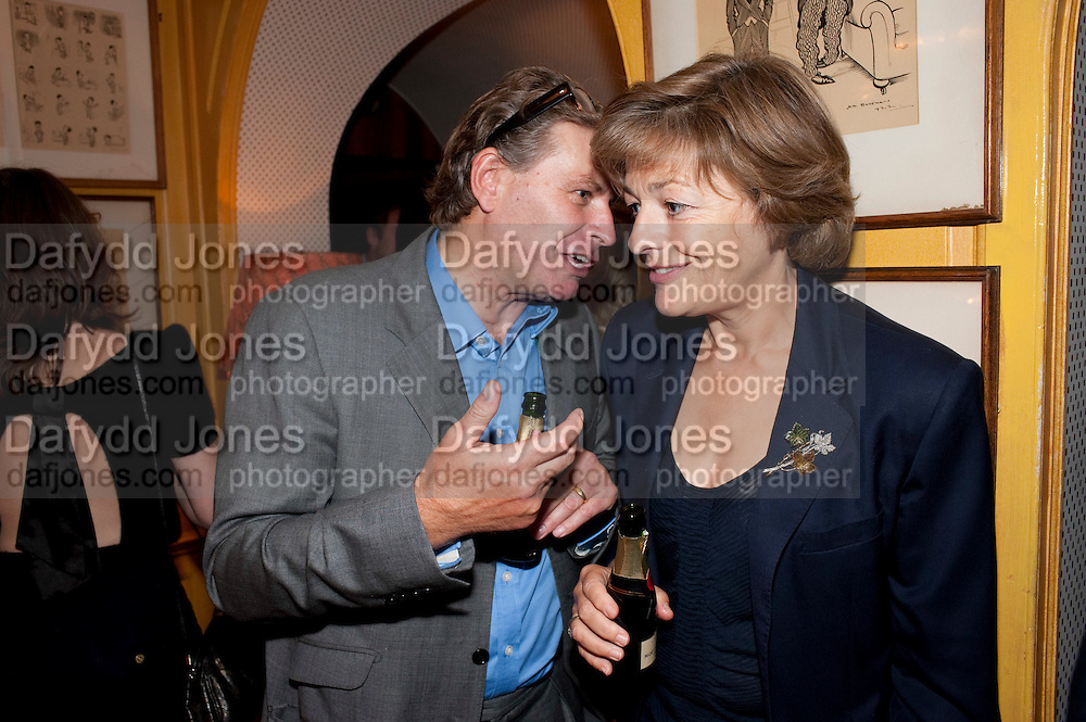 DUNCAN WARD; FLORA FRASER, PARTY FOR BLOW BY BLOW BY DETMAR BLOW AND TOM SYKES. ANNABEL'S. BERKELEY SQ. LONDON. 21 SEPTEMBER 2010. -DO NOT ARCHIVE-© Copyright Photograph by Dafydd Jones. 248 Clapham Rd. London SW9 0PZ. Tel 0207 820 0771. www.dafjones.com.