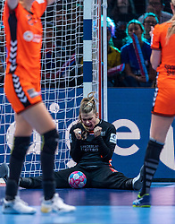 16-12-2018 FRA: Women European Handball Championships bronze medal match, Paris<br /> Romania - Netherlands 20-24, Netherlands takes the bronze medal / Great save Tess Wester #33 of Netherlands and she knows the bronze medal is win