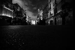 Noicattaro - Sabato santo. Ore 2,00 . Il paese si spegne durante la processione della naca.