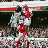 Fotball<br /> FA-cup 2005<br /> 3. runde<br /> Arsenal v Stoke City<br /> 9. januar 2005<br /> Foto: Digitalsport<br /> NORWAY ONLY<br /> Ade Akinbiyi (Stoke) Patrick Vieira (Arsenal)