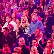 NLD/Hilversum/20130101 - 1e Liveshow Sterren dansen op het IJs 2013, publiek, Marga Scheide en partner Michiel Gunning