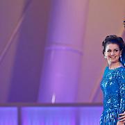 NLD/Hilversum/20110204 - 2e Liveshow Sterren Dansen op het IJs 2011, Sieneke Peeters en schaatspartner Ryan Gutzmer