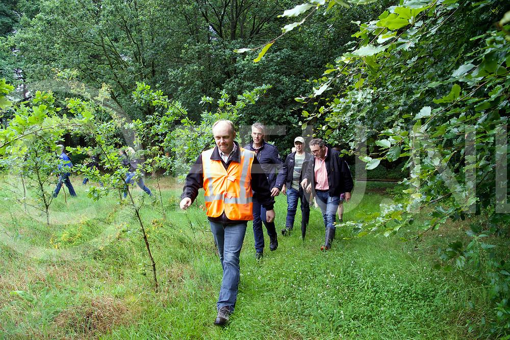 STAPHORST - Zoekactie Bert v/d Hoek onder weg met een blauw/grijze fiets.<br /> Foto: Rond de Vijverweg werd het bos uitgekamd.<br /> FFU PRESS AGENCY COPYRIGHT FRANK UIJLENBROEK