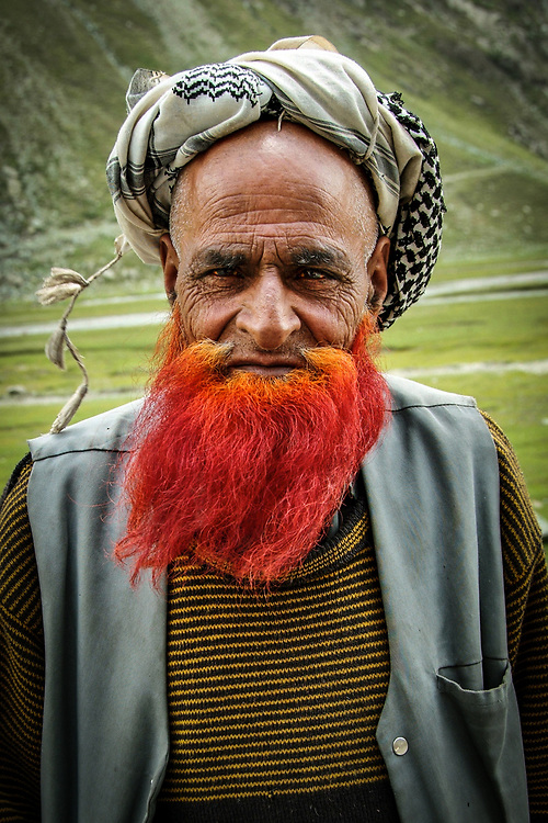 Mountain shepherd from Kachemir. <br /> The red bear indicate the participation in the hajj, the religious pilgrimage to Mecca.