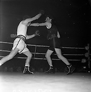 26/01/1962<br /> 01/26/1962<br /> 26 January 1962<br /> Irish Amateur National Junior Boxing Championships at the National Stadium, Dublin. P. Burke, (Crumlin) in action against S. McNamara (Kilrush) during the Flyweight final that Burke won.
