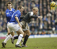 Photo Aidan Ellis, Digitalsport<br /> Everton v Chelsea.<br /> FA Barclays Premiership.<br /> 12/02/2005.<br /> Chelsea's Eidur Gudjohnsen and Everton's Alan Stubbs challenge for possesion