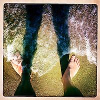 Kreta, Vai , 21 juli 2013.<br /> Voeten in het water op het strand van Vai in het uiterste Noord Oosten van Kreta<br /> Beach near the town of Vai in the north east of Crete.
