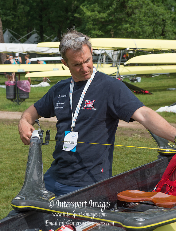 Varese. ITALY.   GBR W4X, Coach, Nick STRANGE, checking the Quads rigging, 2015 FISA World Cup II Venue Lake Varese. Thursday  18/06/2015 [Mandatory Credit: Peter Spurrier/Intersport-images.com]