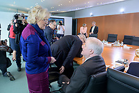 04 MAR 2020, BERLIN/GERMANY:<br /> Christine Lambrecht (L), SPD, Bundesjustizministerin, Horst Seehofer (R), CSU, Bundesinnenminister, im Gespraech, vor Beginn der Kabinettsitzung, Bundeskanzleramt<br /> IMAGE: 20200304-01-038<br /> KEYWORDS: Kabinett, Sitzung, Gespräch