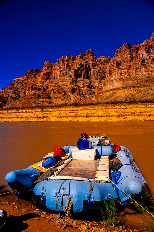 Whitewater rafting trip in Upper Gypsum Canyon, after exiting Cataract Canyon en route to Lake Powell, Colorado River, Glen Canyon National Recreation Area, Utah USA