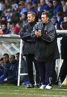 Fotball<br /> England 2004/2005<br /> Foto: SBI/Digitalsport<br /> NORWAY ONLY<br /> <br /> Hartlepool United v Bristol City, Coca-Cola League 1, Victoria Park, Hartlepool 22/01/2005.<br /> Bristol City's manager, Brian Tinnion (R), applauds his team's first-half performance.