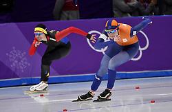 18-02-2018 SCHAATSEN: OLYMPISCHE SPELEN: OLYMPIC GAMES: PYEONGCHANG 2018<br /> Lotte van Beek  op de 500 meter tegen Alexandra Ianculescu (ROU)<br /> <br /> Foto: Soenar Chamid