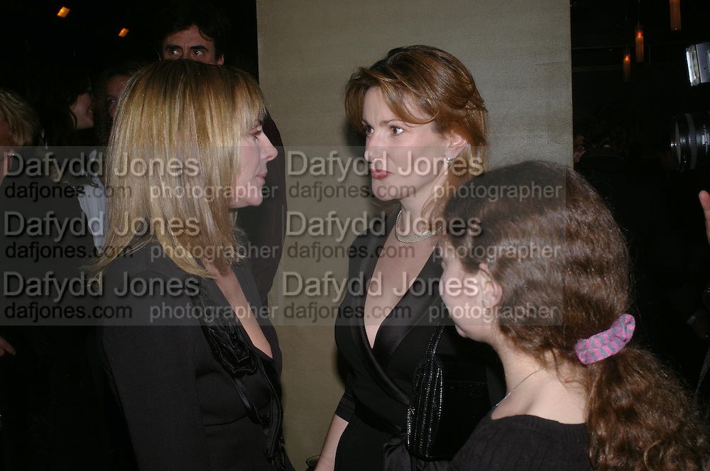 Kim Cattrall, Emma Hall and Lady Hall. Whose Life is it Anyway? opening night performance at Comedy Theatre, Panton Street followed by Party at Mint Leaf. London. 26 January 2005. ONE TIME USE ONLY - DO NOT ARCHIVE  © Copyright Photograph by Dafydd Jones 66 Stockwell Park Rd. London SW9 0DA Tel 020 7733 0108 www.dafjones.com