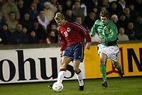 Fotball, 18. februar 2004, treningskamp Nord Irland-Norge 1-4,  Steffen Iversen, Norge og George McCartney, Nord Irland