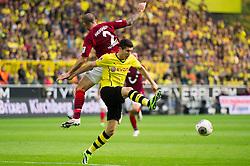 19.10.2013, Signal Iduna Park, Dortmund, GER, 1. FBL, GER, 1. FBL, Borussia Dortmund vs Hannover 96, 9. Runde, im Bild Zweikampf zwischen Leon Andreasen (#2 Hannover), Robert Lewandowski (#9 Dortmund) // during the German Bundesliga 9th round match between Borussia Dortmund and Hannover 96 Signal Iduna Park in Dortmund, Germany on 2013/10/19. EXPA Pictures © 2013, PhotoCredit: EXPA/ Eibner-Pressefoto/ Kurth<br /> <br /> *****ATTENTION - OUT of GER*****