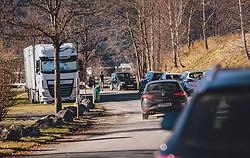THEMENBILD - viele Autos parken in der Nähe des Naturschutzgebiet, aufgenommen am 18. November 2020, Bruck an der Glocknerstraße, Österreich // many cars park near the nature reserve on 2020/11/18, Bruck an der Glocknerstraße, Austria. EXPA Pictures © 2020, PhotoCredit: EXPA/ Stefanie Oberhauser
