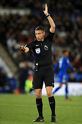 """Referee Andre Marriner during the Premier League match at the King Power Stadium, Leicester. PRESS ASSOCIATION Photo. Picture date: Sunday October 29, 2017. See PA story SOCCER Leicester. Photo credit should read: Mike Egerton/PA Wire. RESTRICTIONS: EDITORIAL USE ONLY No use with unauthorised audio, video, data, fixture lists, club/league logos or """"live"""" services. Online in-match use limited to 75 images, no video emulation. No use in betting, games or single club/league/player publications."""