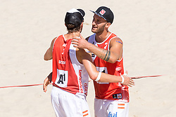 29.07.2017, Donauinsel, Wien, AUT, FIVB Beach Volleyball WM, Wien 2017, Herren, Gruppe H, im Bild v.l. Robin Seidl (AUT), Tobias Winter (AUT) // f.l. Robin Seidl of Austria Tobias Winter of Austria during the men's group H match of 2017 FIVB Beach Volleyball World Championships at the Donauinsel in Wien, Austria on 2017/07/29. EXPA Pictures © 2017, PhotoCredit: EXPA/ Sebastian Pucher