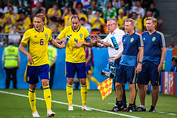 June 27, 2018 - Ekaterinburg, RUSSIA - 180627 Ludwig Augustinsson and Andreas Granqvist with head coach Janne Andersson of Sweden during the FIFA World Cup group stage match between Mexico and Sweden on June 27, 2018 in Ekaterinburg..Photo: Joel Marklund / BILDBYRN / kod JM / 87737 (Credit Image: © Joel Marklund/Bildbyran via ZUMA Press)
