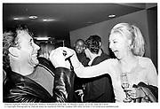Damian Aspinall, Tamara Beckwith. Mathew Williamson party.Bar, St. Martin's hotel. 22/9/99. Film 99713f29<br />© Copyright Photograph by Dafydd Jones 66 Stockwell Park Rd. London SW9 0DA Tel 020 7733 0108 www.dafjones.com