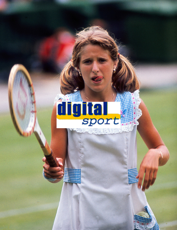Tennis - 1977 Wimbledon Tennis Championships 24/06/1977 3rd round<br /> <br /> 14-year-old Tracey Austin of USA playing current champion, Chris Evert on Centre court<br /> Evert won the match 6-1 6-1<br /> <br /> Credit: Colorsport / Andrew Cowie