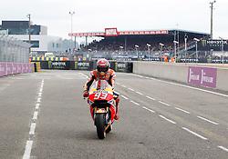 16.05.2015, Circuit, Le Mans, FRA, MotoGP, Grand Prix von Frankreich, Qualifying, im Bild 93 Marc Marquez (ESP) nach dem Qualifying // during the Qualifying for MotoGP Monster Energy France Grand Prix at the Circuit in Le Mans, France on 2015/05/16. EXPA Pictures © 2015, PhotoCredit: EXPA/ Eibner-Pressefoto/ Stiefel<br /> <br /> *****ATTENTION - OUT of GER*****