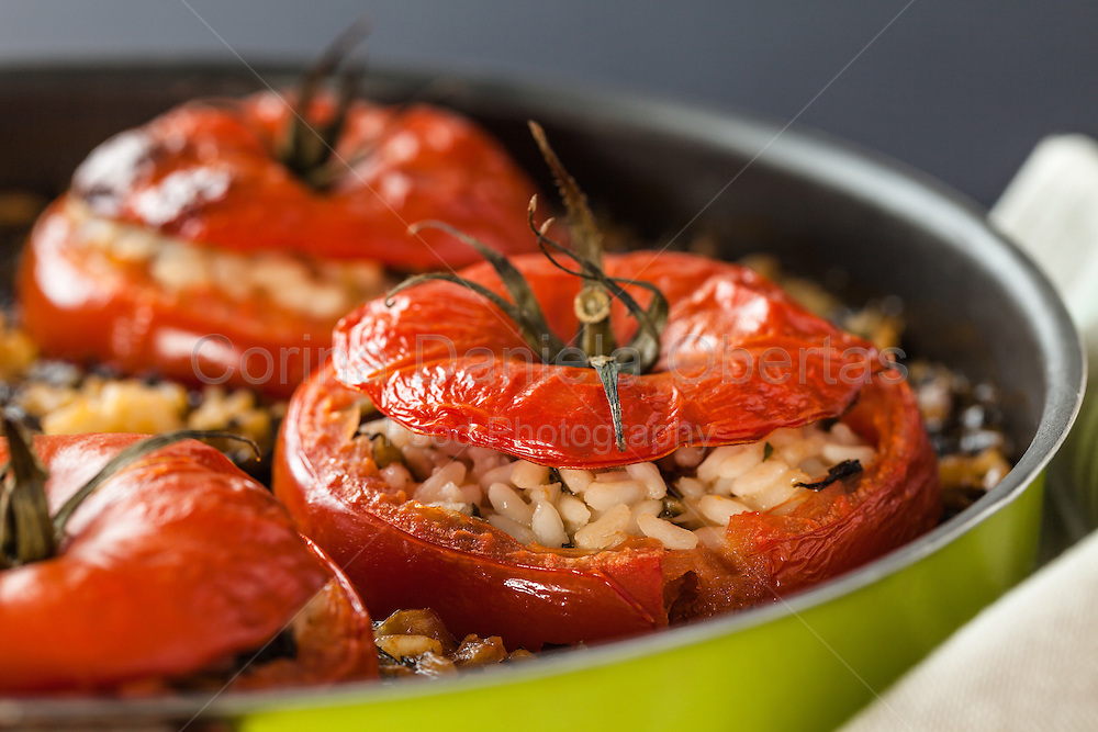 45 degrees angle shot of pan with stuffed tomatoes.