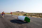 Andrea Gallo tijdens de vijfde racedag. In Battle Mountain (Nevada) wordt ieder jaar de World Human Powered Speed Challenge gehouden. Tijdens deze wedstrijd wordt geprobeerd zo hard mogelijk te fietsen op pure menskracht. De deelnemers bestaan zowel uit teams van universiteiten als uit hobbyisten. Met de gestroomlijnde fietsen willen ze laten zien wat mogelijk is met menskracht.<br /> <br /> In Battle Mountain (Nevada) each year the World Human Powered Speed ??Challenge is held. During this race they try to ride on pure manpower as hard as possible.The participants consist of both teams from universities and from hobbyists. With the sleek bikes they want to show what is possible with human power.