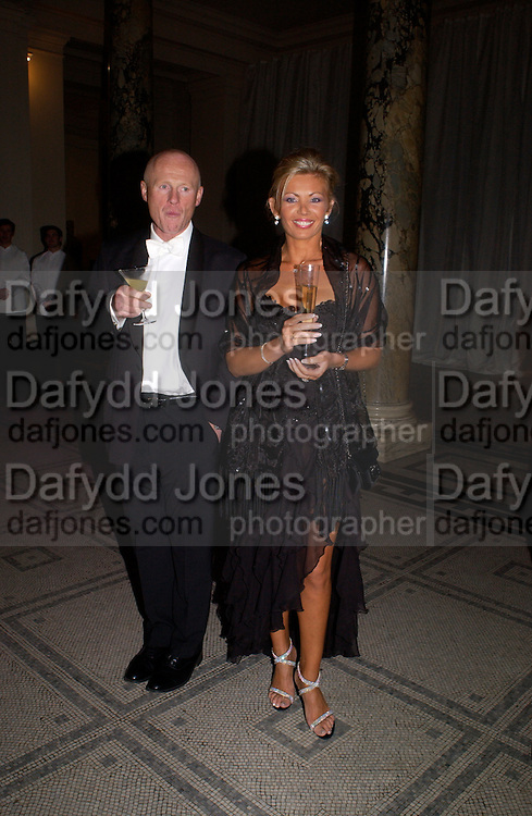 John Caudwell and Claire Johnson, British Fashion Awards, V. & A. Museum. 2 November 2004. ONE TIME USE ONLY - DO NOT ARCHIVE  © Copyright Photograph by Dafydd Jones 66 Stockwell Park Rd. London SW9 0DA Tel 020 7733 0108 www.dafjones.com