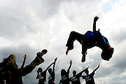 Belo Horizont_MG, Brasil..Alunos da Escola Municipal Mestre Ataide dancando street dance no Parque das Mangabeiras...Students of the Mestre Ataide  Municipal School dancing street dance in the Mangabeiras Park...FOTO: LEO DRUMOND / NITRO